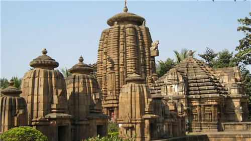 Famous temple Lingaraja Temple is the largest & one of the oldest temples in Bhubaneswar, Odisha